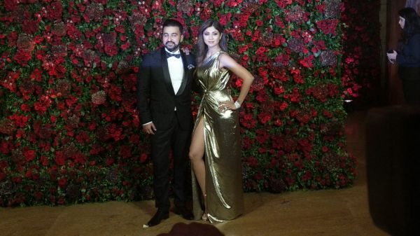 Bollywood celebs at deepveer reception - shilpa shetty and karan kundra