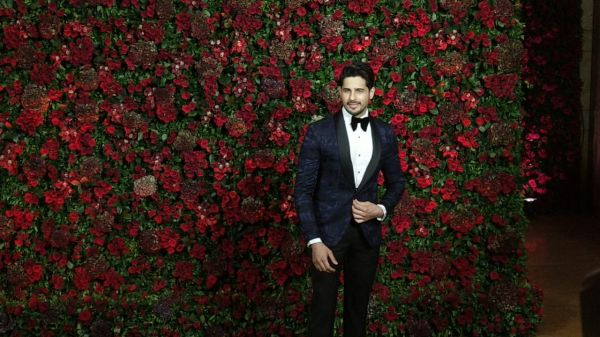Bollywood celebs at deepveer reception - sidharth malhotra