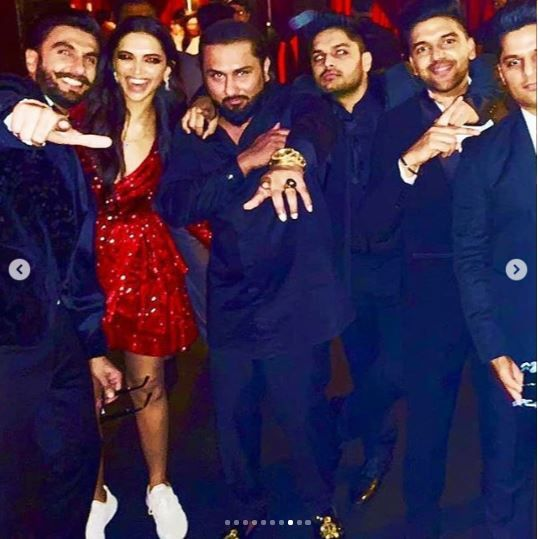 5-deepika-padukone-deepveer-with-honey-singh-at-reception
