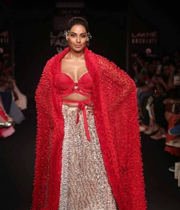 4-Fashion- Roundup-10-Celeb-Faux-Pas-You-Will-Never-Want-To-See-Again