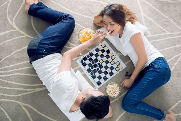 newyearsideas-couple-chess