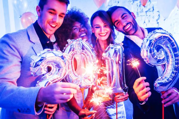 newyearsideas-couples-friends-party