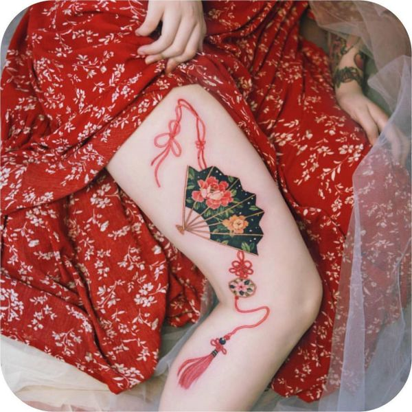 19-tattoo-ideas-coloured-tattoo-on-thigh