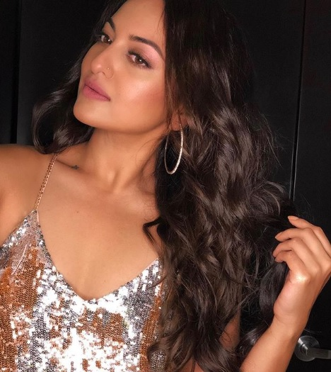 1-top-bollywood-inspired-hairstyles-for-NYE