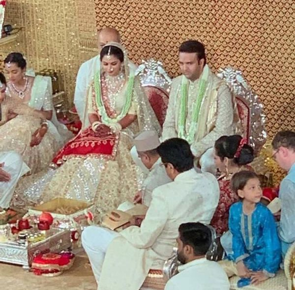 3 Isha ambani wedding - isha and anand