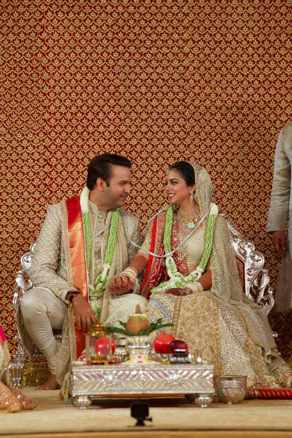 5 Isha ambani wedding - isha and anand