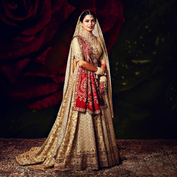 1-isha-ambani-full-bridal-look