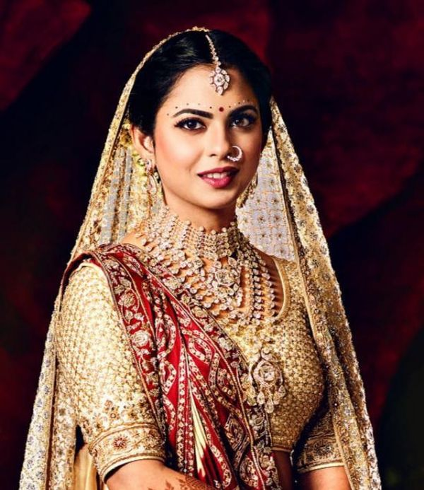 2-isha-ambani-close-up-of-bridal-look