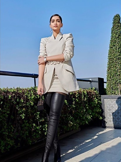 1-Move-Over-Pantsuit-The-Skirt-Suit-Is-Here- -Sonam-Kapoor-Knows-How-To-Rock-It