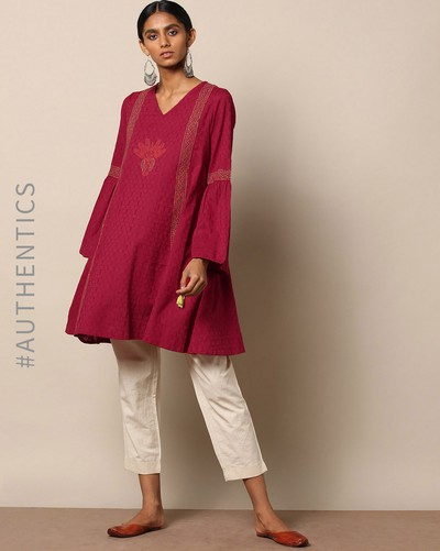 neck-designs-for-kurtis-V-Neck