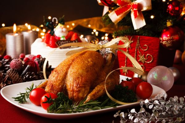 1-best-christmas-brunch-places-christmas-table-with-food