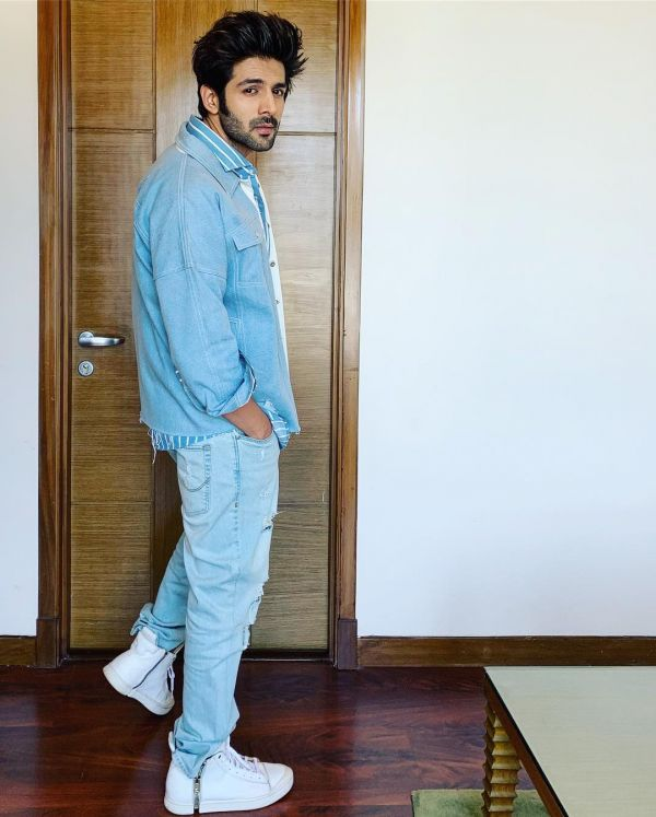 2-kartik-aaryan-denim-jacket