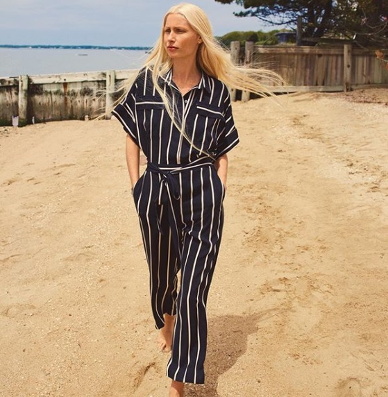 2-How-To-Wear-Jumpsuits-Vertical Stripes