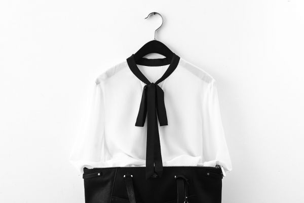 what-to-wear-to-interviews-white-shirt-black-pant