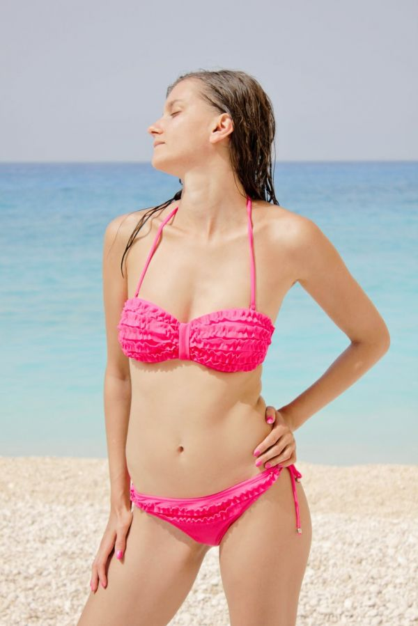 swimwear-body-types-small-bust