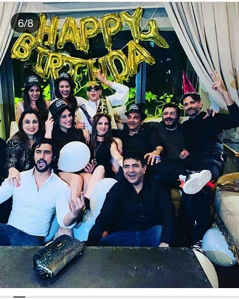 2-sonali-bendre-birthday-group-photo