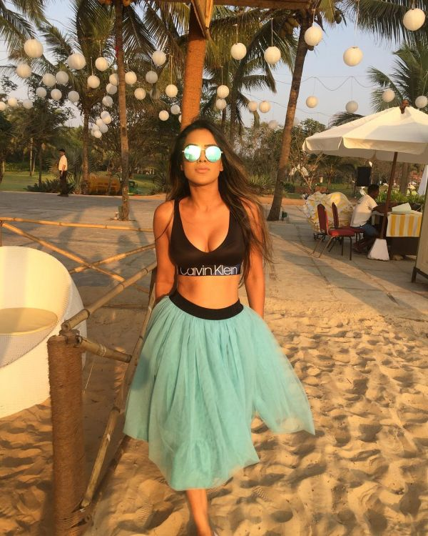 2-nia-sharma-sports-bra-tutu-skirt-goa.