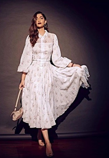 1-Sonam-Kapoor's-White-Floral-Dress-Is-Giving-Us-Legit-Dreams-Of-Summer