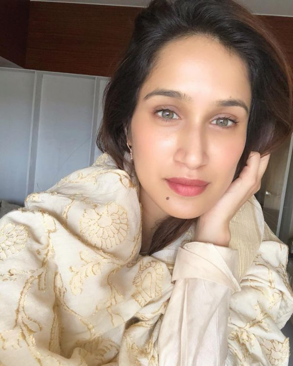 Sagarika Ghatge Has A Super Strong Selfie Game- Beige stole