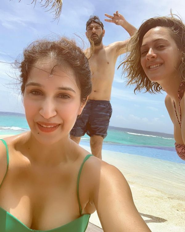Sagarika Ghatge Has A Super Strong Selfie Game- With Yuvi and Hazel