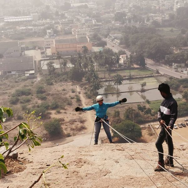9-hangout places in hyderabad-bhongir-rappelling