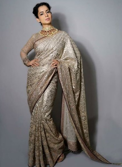 1-Kangana-Ranaut's-Designer-Saree-Will-Make-You-Reach-For-Tissues-To-Wipe-Those-Happy-Tears