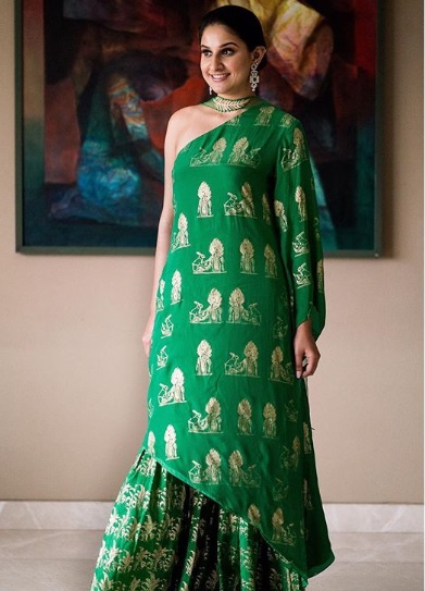 10-Dance-Like-There-Is-No-Tomorrow-In-These-Gorgeous-Sangeet-Outfits-For-Real-Brides