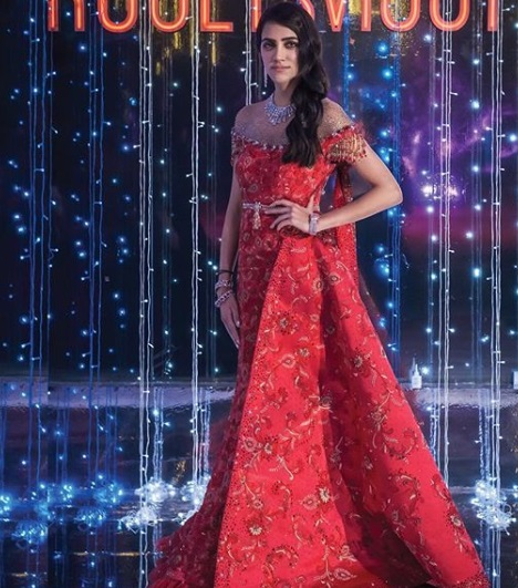 3-Dance-Like-There-Is-No-Tomorrow-In-These-Gorgeous-Sangeet-Outfits-For-Real-Brides