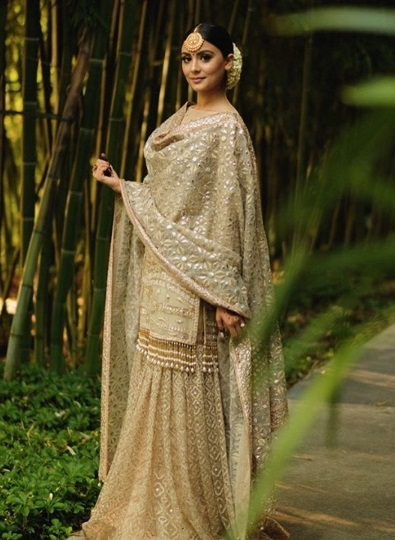 4-Dance-Like-There-Is-No-Tomorrow-In-These-Gorgeous-Sangeet-Outfits-For-Real-Brides