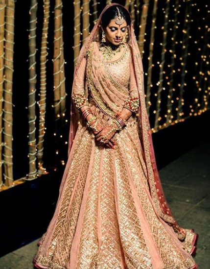 5-Dance-Like-There-Is-No-Tomorrow-In-These-Gorgeous-Sangeet-Outfits-For-Real-Brides
