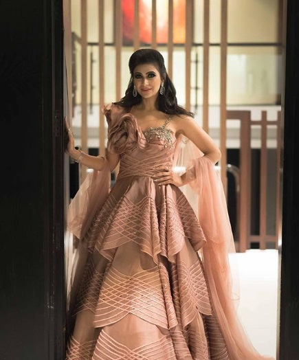 6-Dance-Like-There-Is-No-Tomorrow-In-These-Gorgeous-Sangeet-Outfits-For-Real-Brides