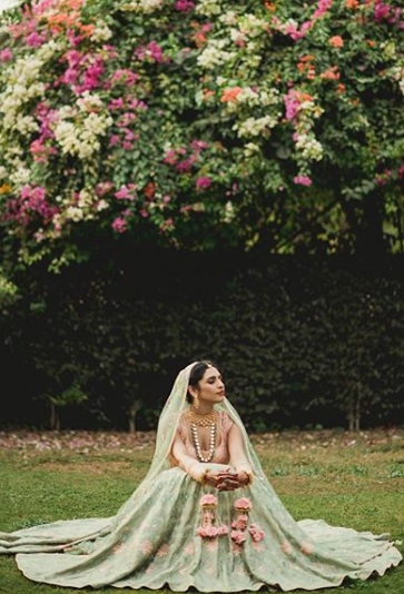 9-Dance-Like-There-Is-No-Tomorrow-In-These-Gorgeous-Sangeet-Outfits-For-Real-Brides