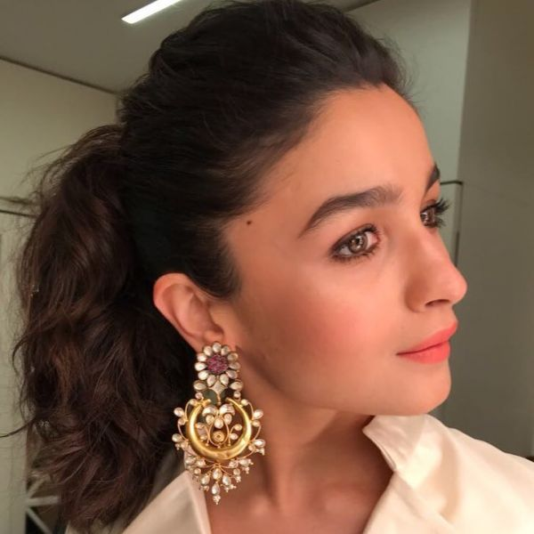 pantone-color-of-the-year-2019-best-coral-makeup-looks-bollywood-how-to-Alia-Bhatt 2