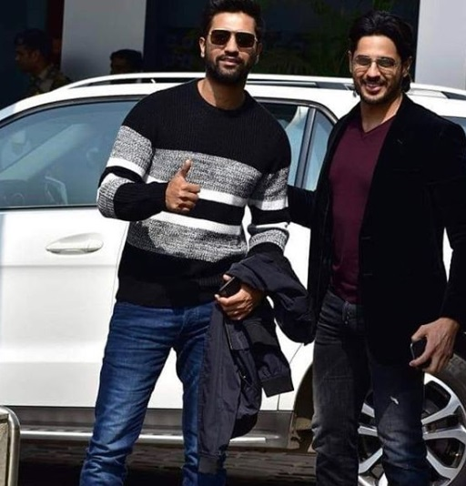 2- Bollywood-Departs-To-New-Delhi-Airport-Looks
