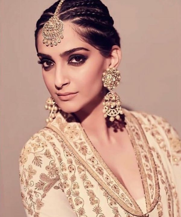 sonam-kapoor-smokey-eye-makeup-look-wedding-guest %286%29