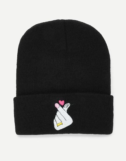 3-shein-beanie-alia-bhatt-heart-sweatshirt-at-airport