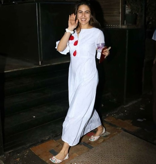 1-Sara-Ali Khan's-Elegant-Dress-Is-In-A-Colour-You-Will-Be-Obsessed-With-In-A-Jiffy