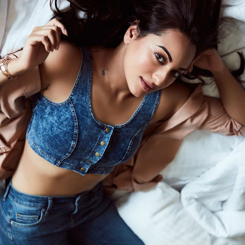 sonakshi-lying-in-bed-looking-hot