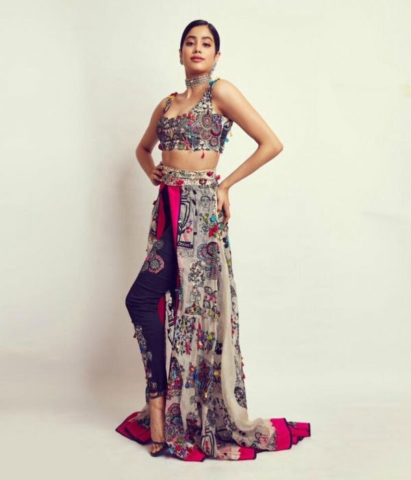 2-janhvi-kapoor-lion-awards-lehenga-pants