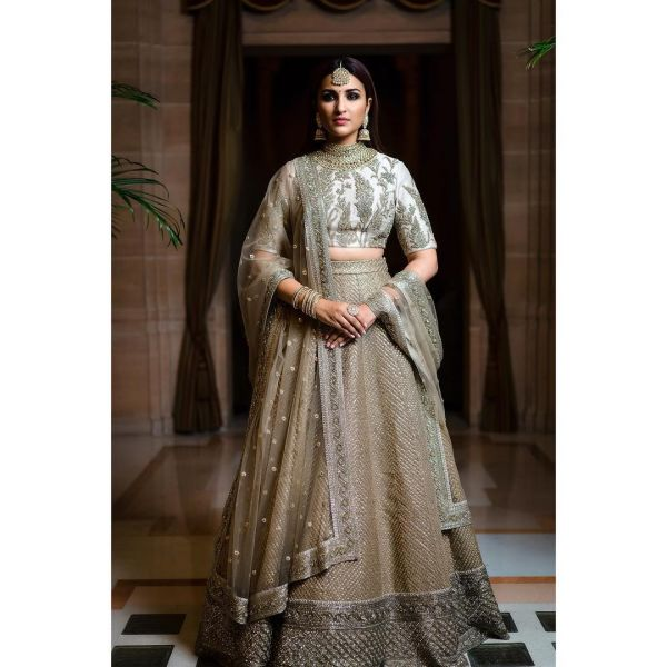 parineeti-chopra-priyanka-chopra-wedding-makeup-look internal 1