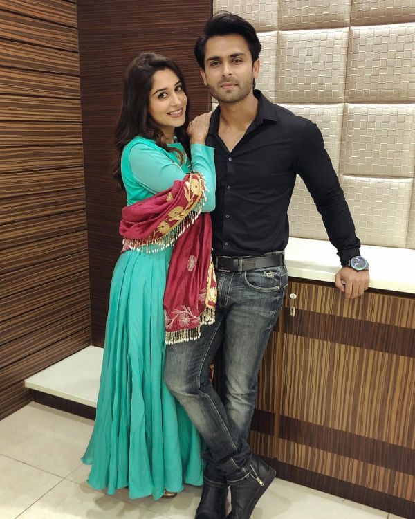 3-dipika-kakar-blue-suit-for-event