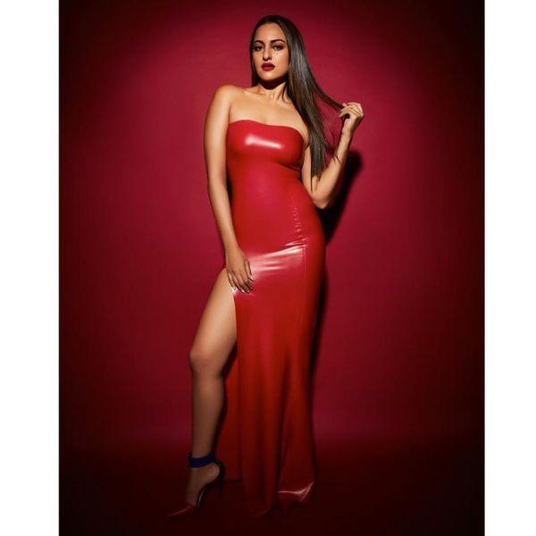 1-sonakshi-sinha-red-dress-hot-pic