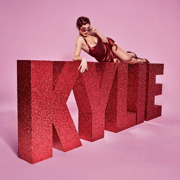 Kylie-Jenner-Kylie-Cosmetics-New-launch-valentines-day-Collection 1 %282%29