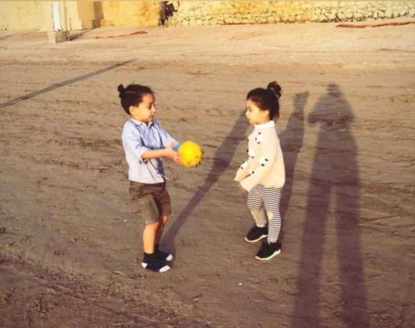 2-misha-kapoor-playing-with-friend