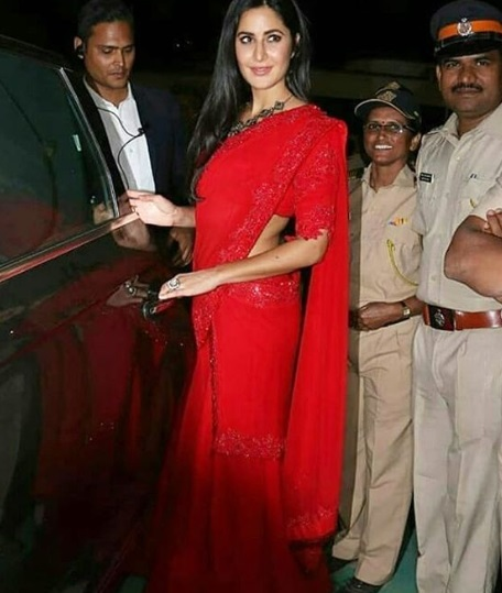 1-Katrina-Kaif's-Red-Hot-Saree-Is-Playing-Tricks-On-Us-And-We're- Enjoying-It