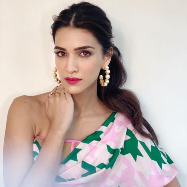 3 Kriti Sanon s Shocking-Pink Matte Wont Do Any Lukka Chuppi