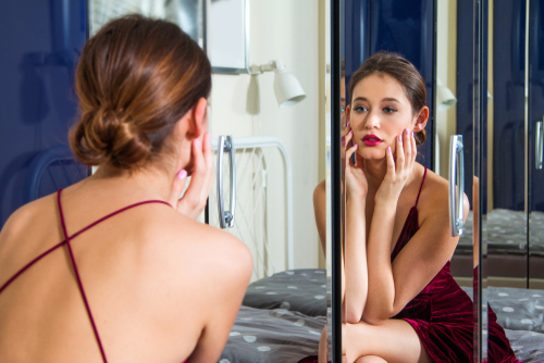 woman-looking-in-the-mirror