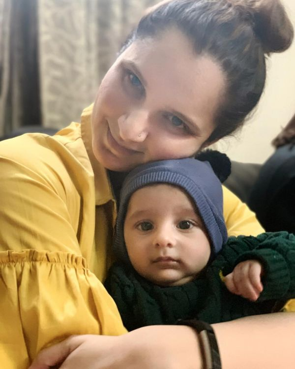 2-sania-mirza-with-new-born-baby-izhaan