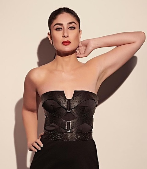 1-Yum-Mum-Kareena-Kapoor Khan's-Look-Is-Sheer-Black-Magic-And-We-Are-Bewitched