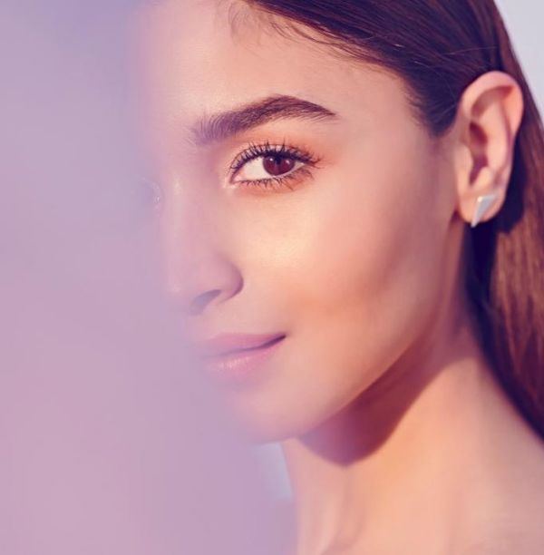 3 Alia Bhatt Is Making Flamingo-Pink Lip Colour Really Popular